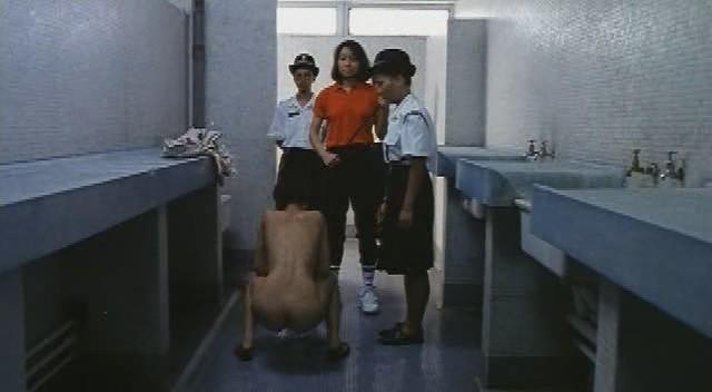 Осмотр в женской тюрьме