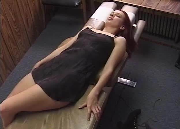 Проститутку пытали парни сняли проститутка