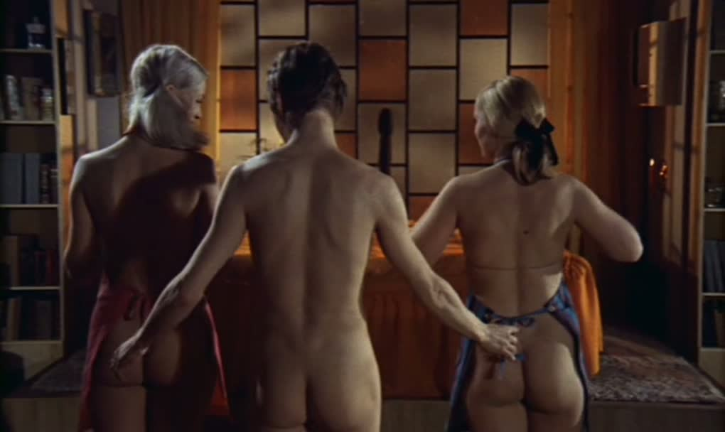 Uden en traevl lesbian scene - 3 part 8