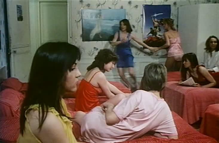 Смотреть онлайн: Первая ночь в женском общежитии