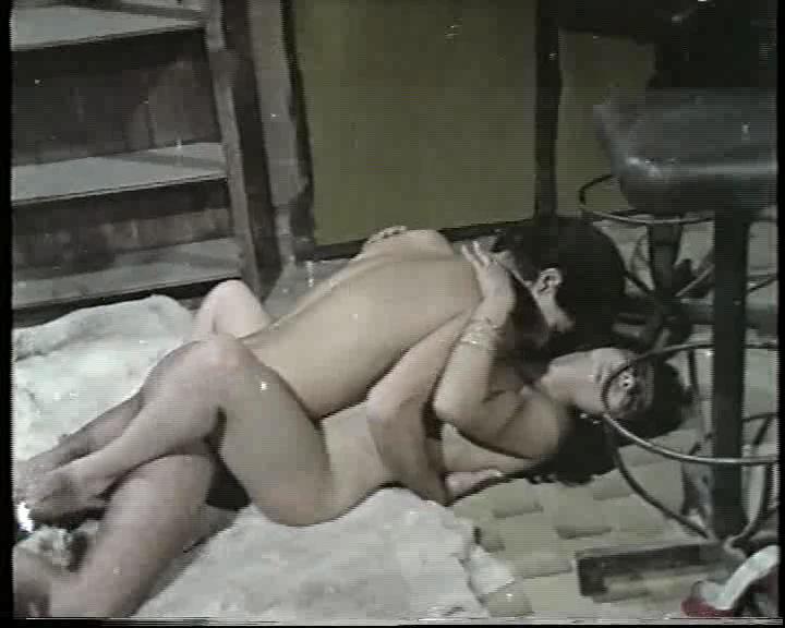 Şeytanın Kölesi  Dilber Ay ateşli kız rolünde  Film izle